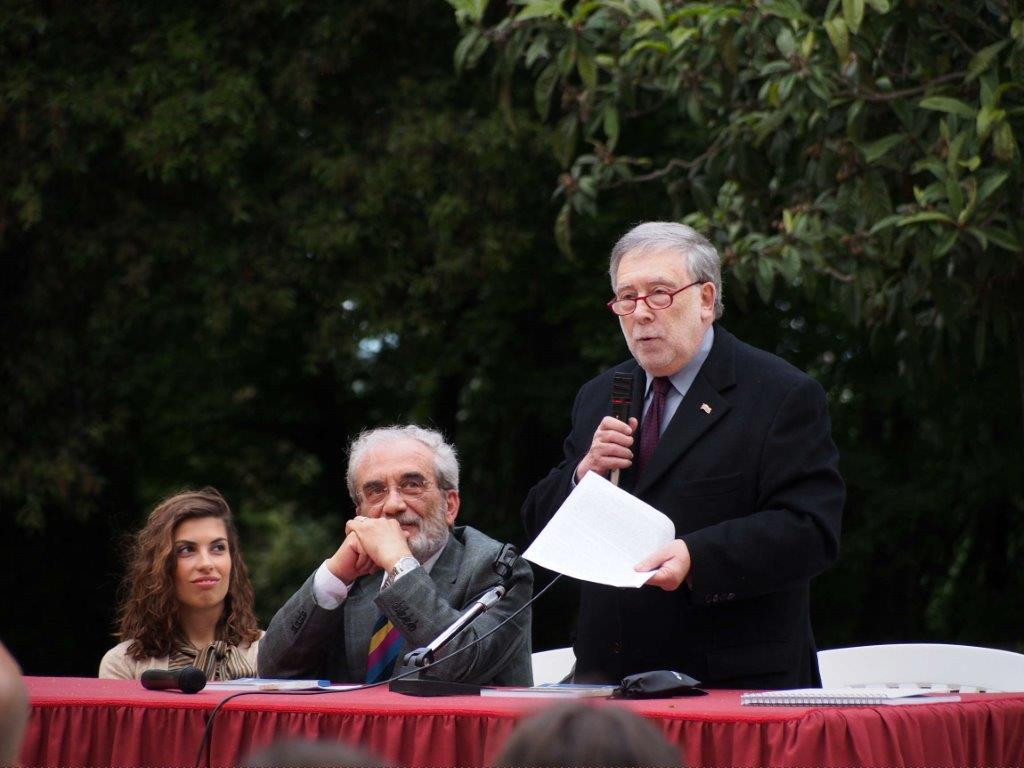 NELLA SPLENDIDA TENUTA SANT'AMICO DI MORRO D'ALBA IL CONSOLE PRESENTA IL LIBRO DI CARLO VERNELLI