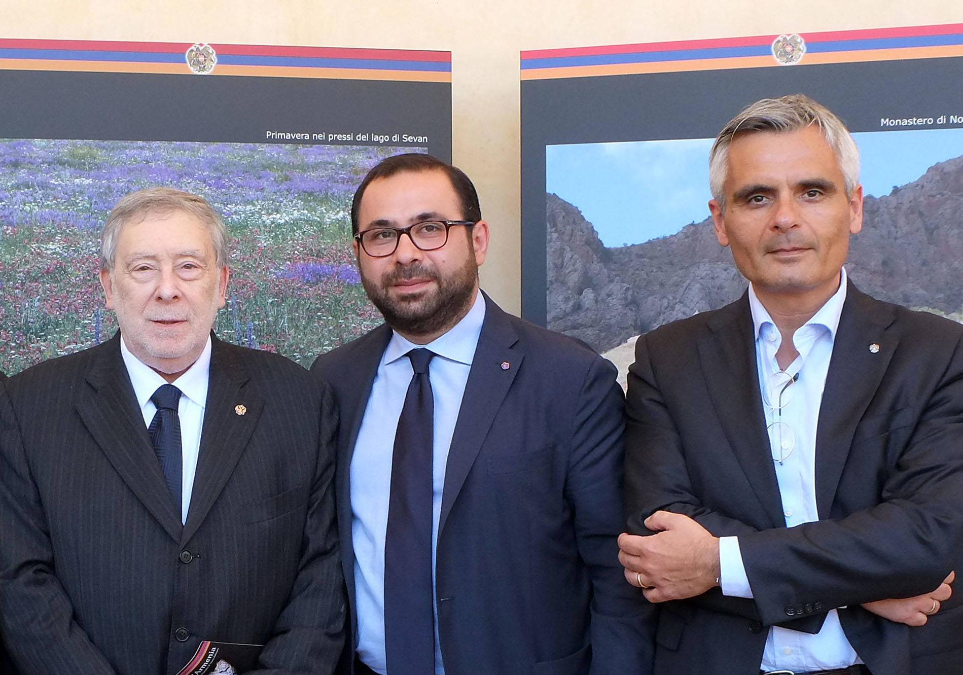 L'AMBASCIATORE DELLA REPUBBLICA D'ARMENIA IN ITALIA GIUNTO A FINE MISSIONE SALUTA IL CONSOLATO RUSSO DI ANCONA