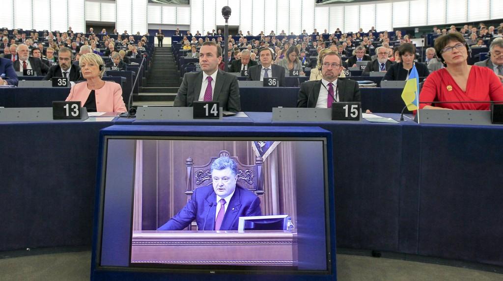 Parla presidente ucraino, Gue abbandona l'Aula e vota contro l'accordo di associazione