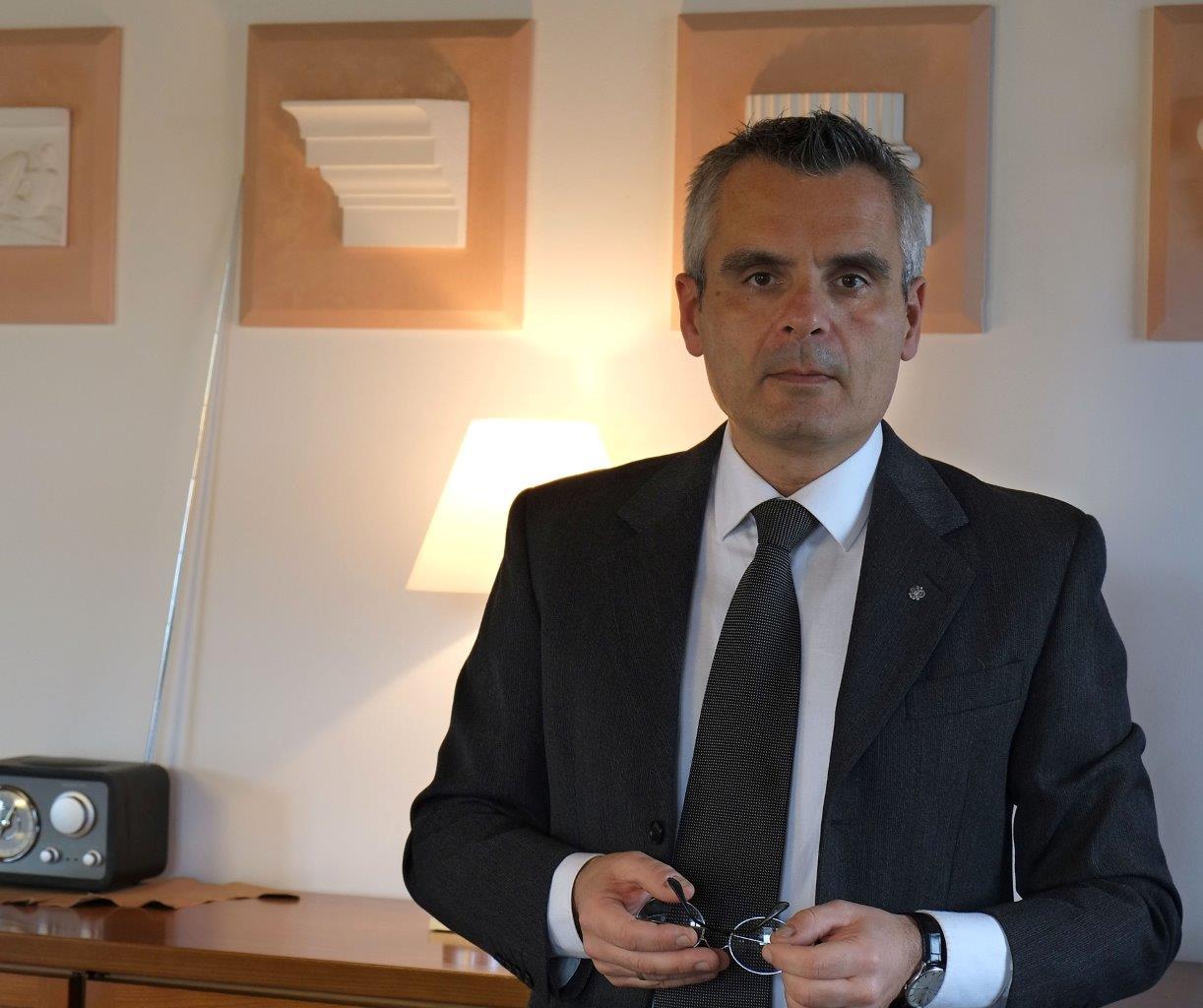 RENATO BARCHIESI, COORDINATORE DELLA SEGRETERIA DEL CONSOLATO NOMINATO CAVALIERE AL MERITO DELLA REPUBBLICA ITALIANA