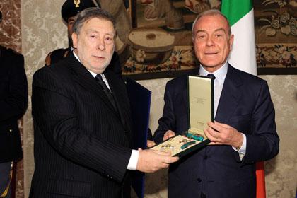 Roma, Palazzo Chigi, Gianni Letta consegna l'onoreficenza al console Ginesi