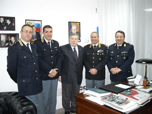 Alti dirigenti di Polizia in visita al Consolato Russo